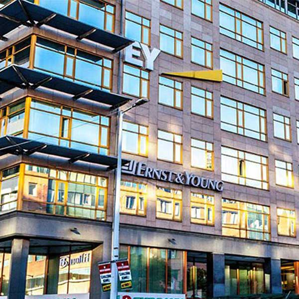 Ernst Young EY smart building office smartlocker metra