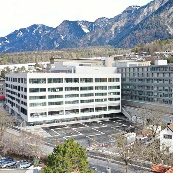 Kantonspital Graubunden hospital smartlocker healthcare metra